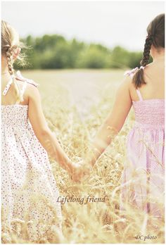 sisters - This reminds me of Camryn and Lauren.  I want to take a picture like this.