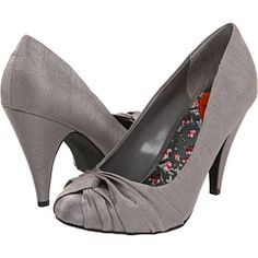 These were the most comfy heels that I had (in black) so pissed I lost them... Need them again!
