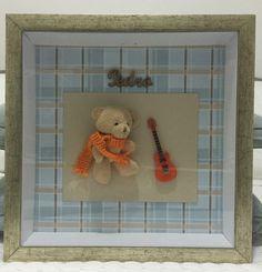 Quadro maternidade urso com guitarra. Moldura dourada envelhecida. Podemos fazer em outras cores e estampas, para meninos e meninas