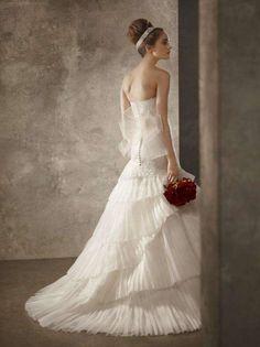 Soft Bridal Photohoots. Esküvői Ruha ... a1d3dc073a