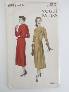 1940's Vogue Unused Sewing Pattern Dress Size 14 with Tag No. 6882 di TrishsVintage su Etsy https://www.etsy.com/it/listing/172171923/1940s-vogue-unused-sewing-pattern-dress