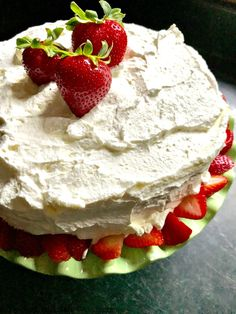Cheesecake Frosting, Cheesecake Bars, Strawberry Pudding, Strawberry Recipes, Vegetarian Cake, Yellow Cake Mixes, Bakery Cafe, Pudding Cake, Fudge Brownies