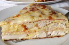 Jednoduchý recept na výborný slaný koláč, který máte do hodinky hotový. 🙂 Je plný sýra, slaniny a jemných kuřecích prsou. Ideální jako hlavní jídlo,ale můžete jej též upéct na svačinku. Ingredience na4porce 4 ks kuřecích prsou 300 g strouhaného tvrdého sýru 100 g šunky nebo anglické slaniny 2 vejce 2 lžíce zakysané smetany 2 lžíce […] Ham And Cheese, Quiche, Curry, Food And Drink, Low Carb, Appetizers, Healthy Recipes, Meat, Cooking