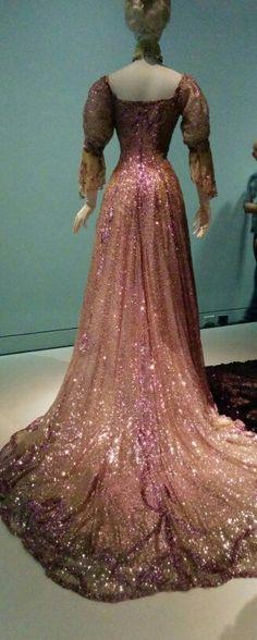 Back of a Henriette Favre evening dress, 1902.