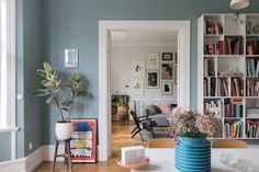 〚 Bright and lively home in the 1910 building in Malmo 〛 ◾ Photos ◾Ideas◾ Design Nordic Interior, Best Interior, Interior Design, Dining Room Blue, Dining Room Walls, Room Wall Colors, Wall Colours, Apartment Living, Living Room