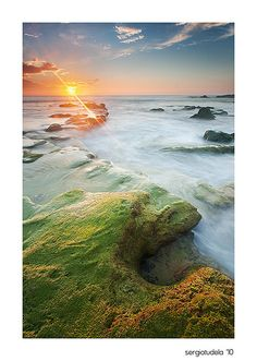 31 Amazing Photographs of Beach Rock Formations