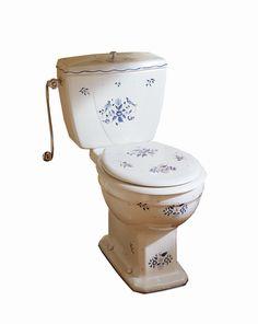 WC no17. Handtillverkad wc med blå-blommig dekor. Finns både som golv - och väggmontage. Barware, Tumbler