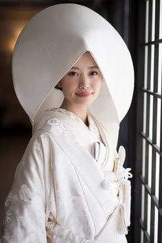 凛とした白無垢綿帽子の花嫁姿 【縁-enishi-】 Japanese Wedding, Japanese Brides, Wedding Kimono, Wedding Dresses, Japanese Outfits, Kimono Dress, Sweet Dress, Japanese Beauty, Japanese Kimono