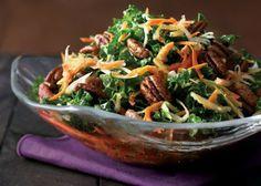 Ensalada de col rizada con vegetales de raíz.