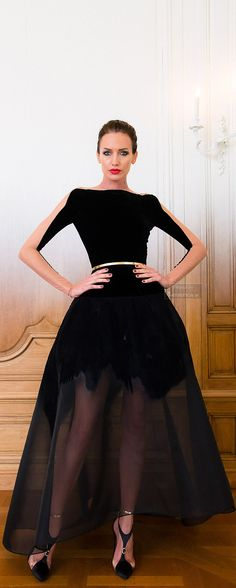 From the Runway - Dressy Style - Party Style - Black bateau neckline long sleeve fit and flare gown + golden belt - Stéphane Rolland Fall-winter 2014-2015 - Couture - Stéphane Rolland Fall / winter 2014-2015