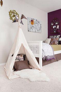 """La camera dei bimbi deve essere il loro spazio relax, dove poter giocare e divertirsi. Le idee sono veramente tante, come quella di creare una tenda in stile """"pelle rossa"""", che può diventare una comoda alternativa al letto!! #rifarecasa #maistatocosifacile grazie a #designbox & #designcard #idfsrl per una casa #hidesignlowbudget*"""