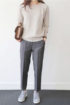 30 Comfy Office Outfits To Wear All Day Long casual office outfit / nude top + bag + sneakers + grey pants Fashion Mode, Office Fashion, Work Fashion, Trendy Fashion, Womens Fashion, Trendy Style, Feminine Fashion, Fashion 2018, Simple Style