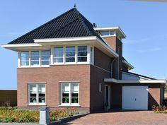 Garage Doors, Villa, New Homes, Loft, House Styles, Outdoor Decor, Ramen, Home Decor, Houses