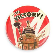 A fantastic retro-style Pop Art poster of a Dalek from the Doctor Who TV series - To Victory! Check out the rest of our great selection of Doctor Who posters! Need Poster Mounts. Poster Doctor Who, Doctor Who Series 5, Serie Doctor, Dr Who, Tardis, Science Fiction, Doctor Who Dalek, Cool Posters, Retro Posters