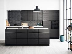 Lowes can help you come up with new kitchen tile ideas that will make your space look brand new. Kitchen Interior, Interior Design Living Room, Kitchen Decor, Kitchen Tiles, New Kitchen, Black Kitchens, Home Kitchens, Kitchen Black, Coin Banquette