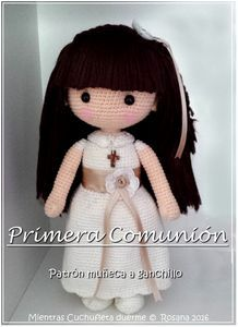 Muñeca de comunión amigurumi de ganchillo con patrón disponible. Crochet Communion doll amigurumi with pattern available.