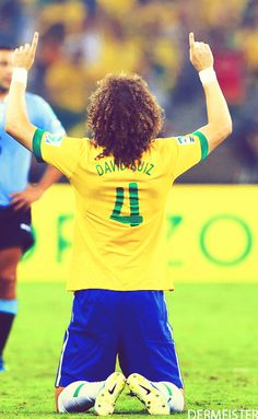 david luiz is really good at soccer. He did an amazing save in the confederations cup. LOVE YOU GEEZER! Us Soccer, Basketball Teams, Football Soccer, Cute Football Players, Brazil Football Team, Brazilian Soccer Players, Xavi Hernandez, Kun Aguero, Soccer Photography