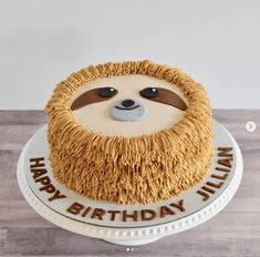 Easy DIY Sloth Cookies & Sloth Cupcakes Recipe Let\'s hang out sloth style.here are some fun and simple sloth cookies and sloth cupcakes for your next party! Also in this post are sloth party decorations, sloth tableware and other sloth dessert ideas! Fancy Cakes, Cute Cakes, Pink Cakes, Yummy Cakes, Easy Cupcake Recipes, Dessert Recipes, Sloth Cakes, Bon Dessert, Animal Cakes