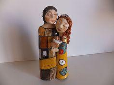 """PRESÉPIO KLIMT Presépio em cerâmica, em barro de várias cores, vidrado e com aplicação de mosaicos, inspirado na obra do pintor austríaco Gustav Klimt, nomeadamente n'""""O Beijo"""". Peça assinada.  Dimensões: 18x9x6 cm http://www.custojusto.pt/lisboa/coleccoes/presepio-em-ceramica-klimt-20451223"""