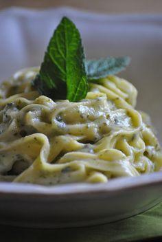 > summer lunch | fettuccine in a zucchini & mint sauce