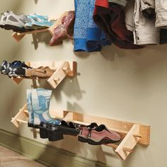 Easy Project Build a Shoe Organizer Store shoes up off the floor in clean, natural wood racks. This simple storage rack can handle everything from winter boots to summer sandals, with no mud buildup or scuff marks on the wall. Good for a garage Shoe Storage Hacks, Entryway Shoe Storage, Craft Room Storage, Diy Storage, Organization Hacks, Storage Rack, Storage Ideas, Wall Storage, Organizing Solutions