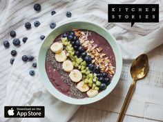 I'm cooking Colorful acai breakfast bowl with Kitchen Stories. It's really delicious! Get the recipe now: http://getks.io/en/10005
