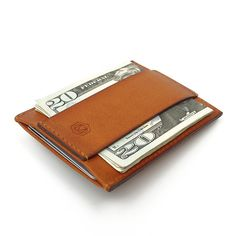Capsule's Minimalist wallet in vegetable tan. A slim leather wallet for men and women.
