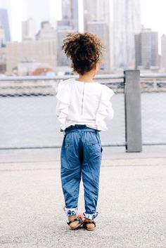 Brooklyn style is laid back and effortless. Let us inspire you and your mini to explore this chic city style. Stylish Toddler Girl, Stylish Kids, Tween Fashion, Little Girl Fashion, Kids Clothing Brands List, Brooklyn Style, Brooklyn City, Paperbag Pants, Kid Styles
