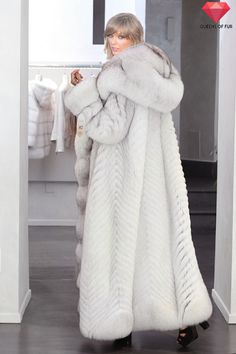 Taylor Swift in a white fox fur coat
