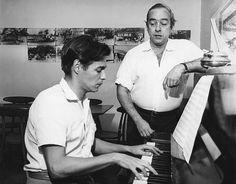 Tom Jobim (25 de janeiro de 1927 - 8 dezembro de 1994) e Vinicius de Moraes (19 de outubro de 1913 - 9 de julho de 1990)