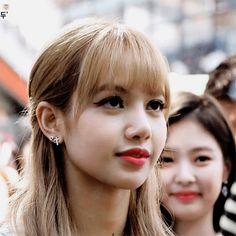 Kim Jennie, South Korean Girls, Korean Girl Groups, Rapper, Ulzzang, Lisa Blackpink Wallpaper, Blackpink Memes, Kim Jisoo, Blackpink Photos