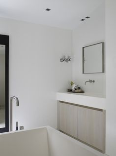 Piet Boon Styling by Karin Meyn | Subtle colors for a relaxing bathroom
