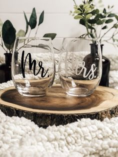 Then add love element, what ever the function using our diapason Affectionate Presents! Diy Wine Glasses, Custom Wine Glasses, Wine Glass Crafts, Wine Glass Set, Wedding Gift Baskets, Wedding Gifts, Wine Glass Decals, Glass Art, Wedding Glasses