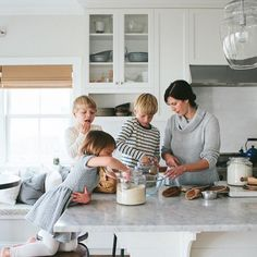 Home Family Photoshoot Outfits 69 Ideas Large Family Photography, Lifestyle Photography, Photography Poses, Children Photography, Family Love, Home And Family, Baby Family, Family Portraits, Family Photos