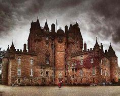 Самые известные замки Шотландии с привидениями.