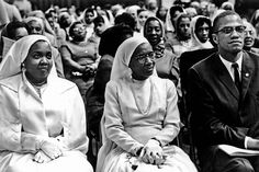Eve Arnold—Magnum Daughter and wife of Elijah Muhammad with Malcolm X, Chicago, 1961 Malcolm X, Black History Facts, Black History Month, Black Leaders, Civil Rights Leaders, Vintage Black Glamour, Black Celebrities, Celebs, Photographer Portfolio