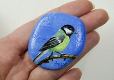 Ive painted this flat pebble / rock from the river Rhein with a tit. The dimensions of this stone are 1.8 x 2 x 0.3.  I painted the stone with high quality acrylic paints from Golden and Dawler Rawney. He is protected with 2 layers of glossy varnish from external influences.  The painting process of this stone I have recorded on a video. You can watch it in YouTube: https://youtu.be/-UkBxsXdVJA  Decoration is not included in the offer.  By digitization of the picture and screen settings…