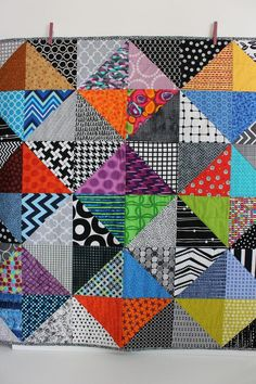 Look at this stylish patchwork quilts - what a creative type Half Square Triangle Quilts, Square Quilt, Hexagon Quilt, Scrappy Quilts, Easy Quilts, Owl Quilts, Baby Patchwork Quilt, Amish Quilts, Quilting Projects