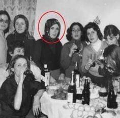 Emine Erdoğan'ın silmek istediği resim: Piyasa, en çok kadınların düşmanıdır. Değişim ekonomisi boy verip para ortaya çıkınca, ilk alınan satılanlar onlar oldu. Ama her kadın Hürrem Sultan olamıyor. Buradan bakarsanız, Dünya Süleyman'a kalmıyor.