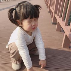 Cô bé má bánh bao phúng phính, hễ cứ chu môi là đáng yêu hết phần thiên hạ - Ảnh 2. Korean Babies, Asian Babies, Beautiful Girl Image, Beautiful Children, Ulzzang Kids, Baby Stickers, Sims, Girl Memes, Cute Japanese