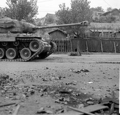 Street Fighting In Seoul, Hank Walker, Sept. M26 Pershing, Patton Tank, Military Pictures, Ww2 Tanks, Korean War, Armored Vehicles, Vietnam War, Usmc, World War Ii