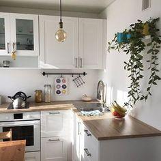 Кухня 5,8 кв.  Хозяйка @lenagolovnya.   #маленькаяквартира_кухня   Не забывайте ставить лайк,если мои посты полезны ❤️  Сохраняйте понравившиеся публикации себе в закладки (справа флажок внизу под фото)   Подписывайтесь на аккаунт,где много идей дизайна маленьких квартир :  @malenkayakvartira  @malenkayakvartira   @malenkayakvartira
