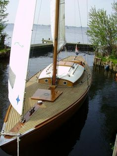 Daysailer Classic Sailing, Classic Yachts, Yacht Design, Boat Design, Wooden Sailboat, Love Boat, Wood Boats, Yacht Boat, Dinghy
