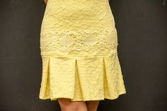 vestido amarelo - Pesquisa Google Dress Skirt, Lace Skirt, Nice Dresses, Casual Dresses, African Dresses For Kids, Classic Skirts, Cute Skirts, Work Attire, African Fashion