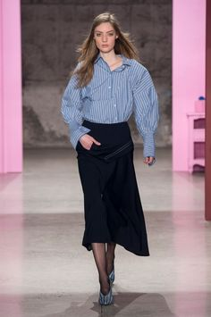 It happens like clockwork: the New York Fashion Week runways wrap and we start planning our outfits. Foto Fashion, New York Fashion, Fall Outfits, Ideias Fashion, Autumn Fashion, My Style, How To Wear, Fashion Design, Clothes