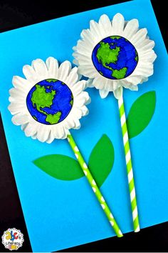 Are you looking for a creative project for your students create on Earth Day? This Earth Day Flower Craft is n Spring Crafts For Kids, Projects For Kids, Art For Kids, Art Projects, Crafts From Recycled Materials, Recycled Crafts Kids, Recycled Art, Earth Day Activities, Art Activities