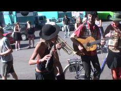 Mia Luz und die Gomera Streetband auf dem Markt, La Calera, Valle Gran Rey - YouTube