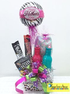 Bouquet Box, Candy Bouquet, Mothers Day Balloons, Candy Flowers, Candy Gifts, Candyland, Gift Baskets, Handicraft, Diy And Crafts