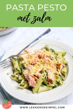 Pasta pesto with spinach and salmon - quickly ready - Tasty and simple - Pasta With Salmon And Spinach. A tasty and quick meal with pesto, salmon (fish), spinach and creme - Quick Healthy Meals, Good Healthy Recipes, Vegetarian Recipes, Easy Meals, Pesto Pasta, Pasta Recipes, Dinner Recipes, Cooking Recipes, Salade Healthy