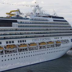 Costafascinosa Costa Cruise tarafndan 2011 ylnda suya indirilmitir 290 metrehellip
